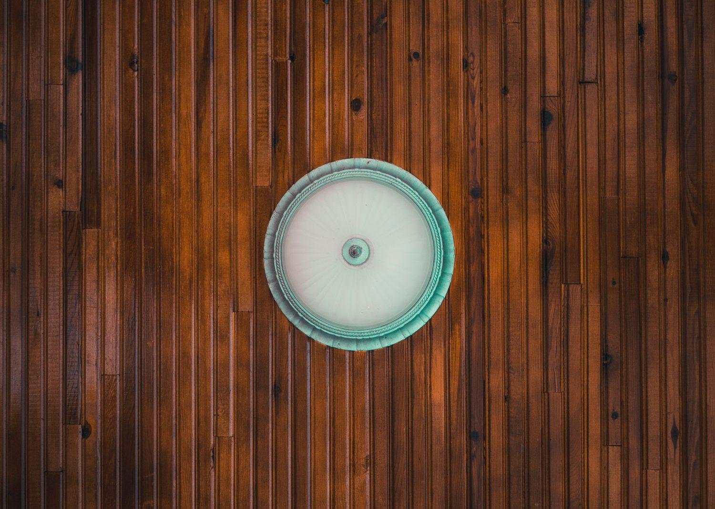 Jaki kolor fugi dobrać do płytek drewnopodobnych?